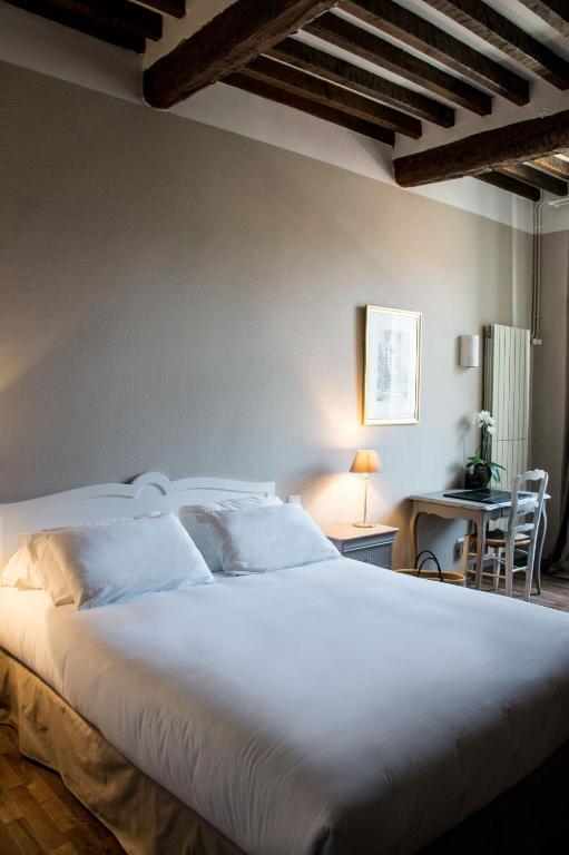 hotel de france saint maximin la sainte baume informationen und buchungen online viamichelin. Black Bedroom Furniture Sets. Home Design Ideas