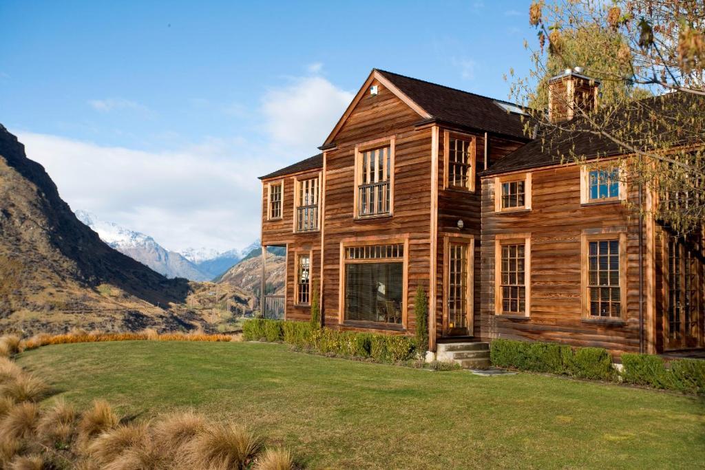 Best deals for villa cedar ridge queenstown new zealand for Cedar ridge