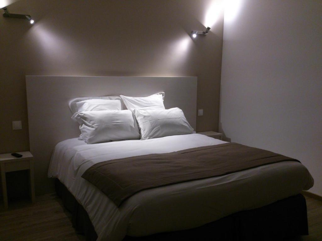 h tel les petits oreillers pont saint esprit. Black Bedroom Furniture Sets. Home Design Ideas