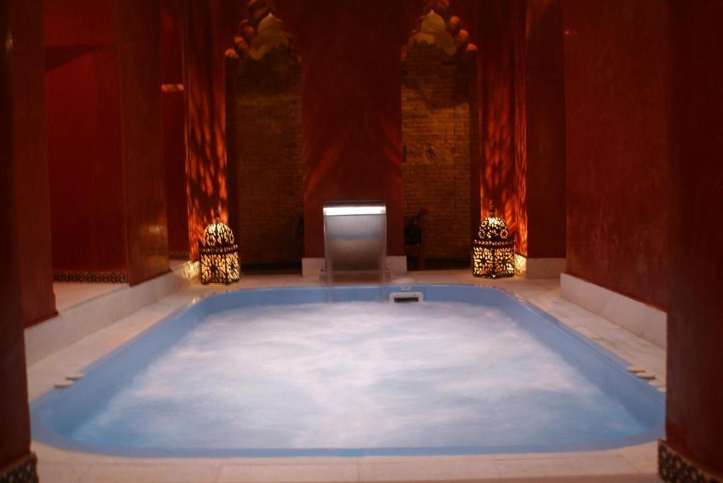 Arteaga hostal ba os arabes elvira granada book your hotel with viamichelin - Banos arabes elvira ...