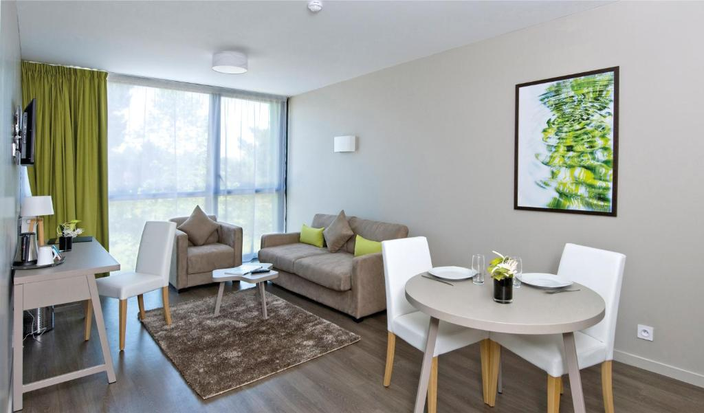 appart city confort rennes cesson s vign. Black Bedroom Furniture Sets. Home Design Ideas