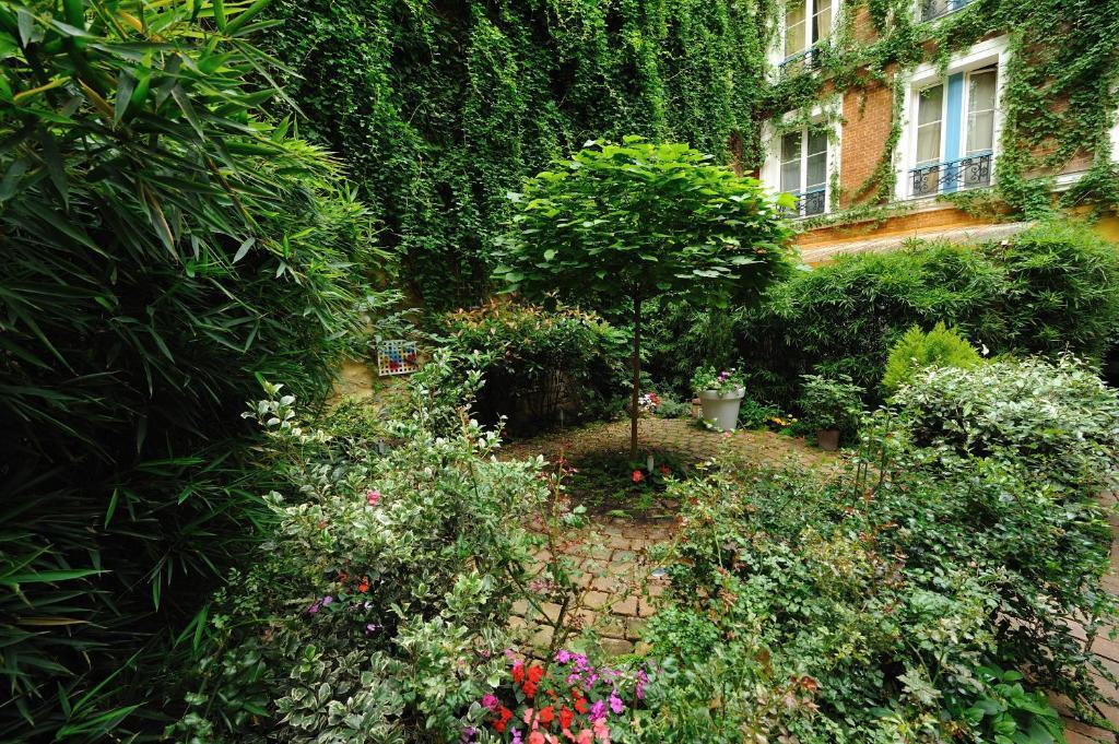 les patios du marais 1 paris book your hotel with viamichelin. Black Bedroom Furniture Sets. Home Design Ideas