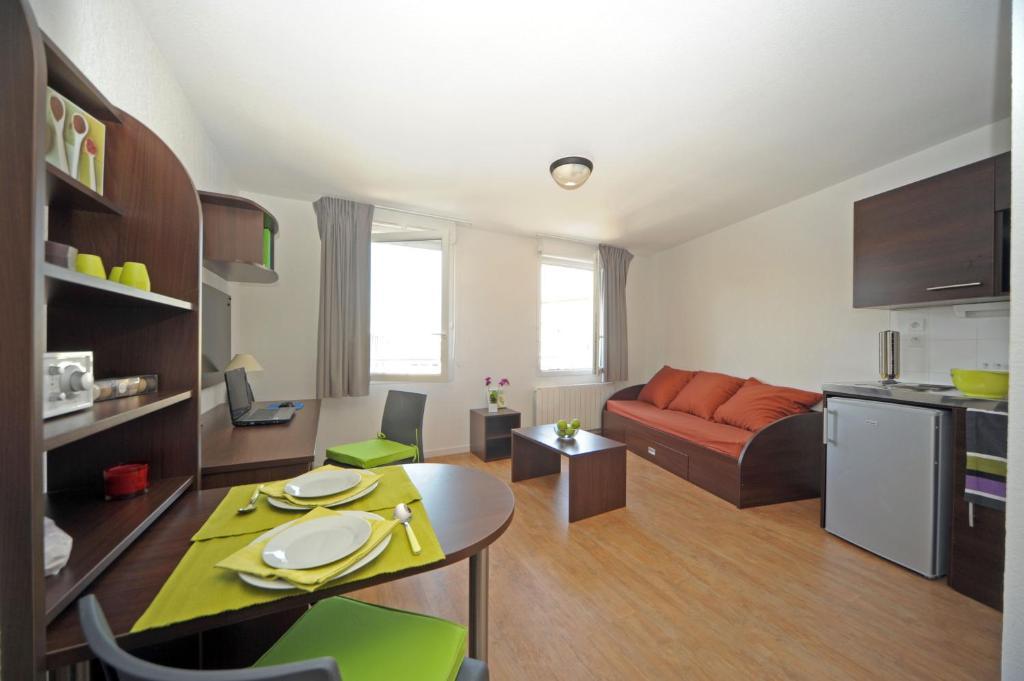 central fac appart 39 hotels bourg en bresse. Black Bedroom Furniture Sets. Home Design Ideas