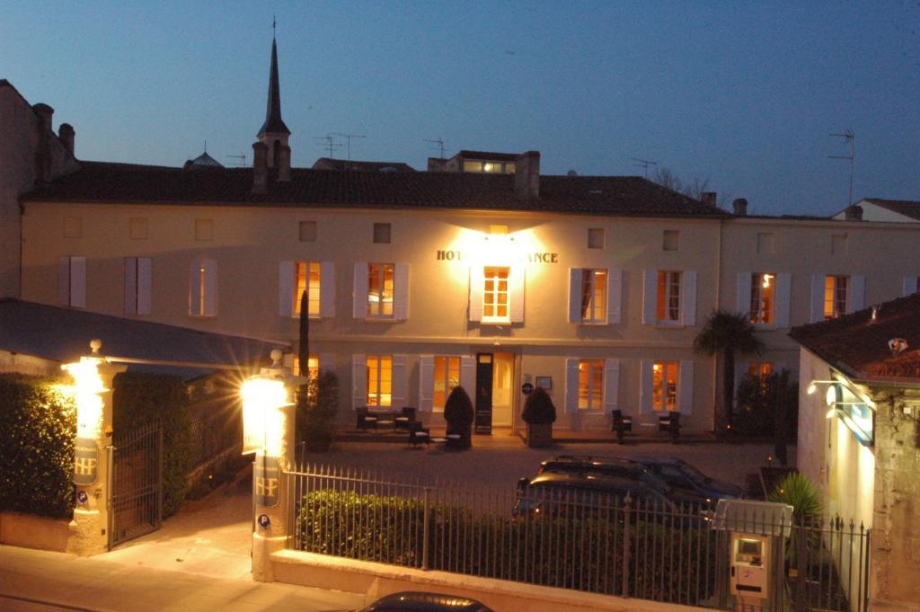 H tel de france libourne online booking viamichelin for Hotel de france booking
