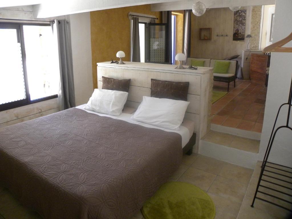 b b la vie en douce gordes chambres d 39 h tes murs. Black Bedroom Furniture Sets. Home Design Ideas