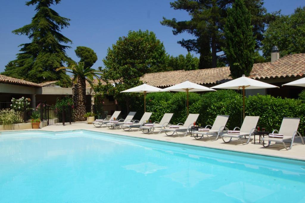 Hostellerie la magnaneraie villeneuve l s avignon for Hotel avignon piscine