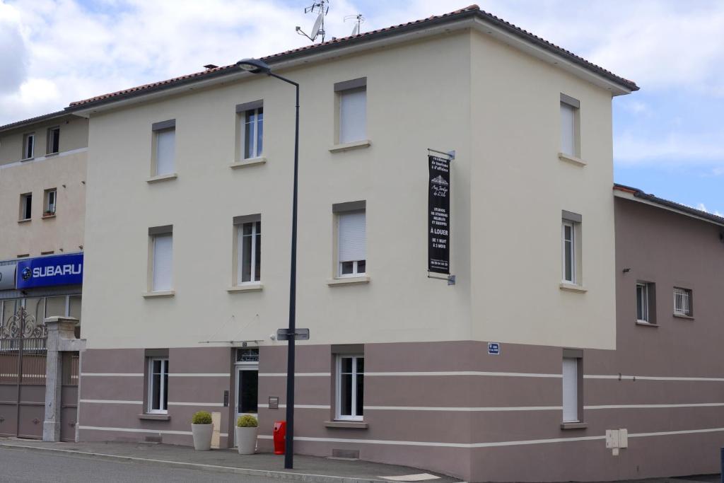 A la suite du jardin de l 39 isle vienne book your hotel for Hotels vienne
