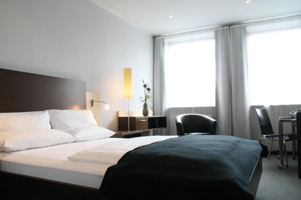 schiller 5 hotel munich book your hotel with viamichelin. Black Bedroom Furniture Sets. Home Design Ideas