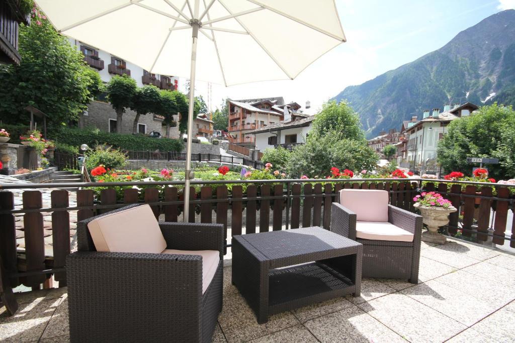 Meuble laurent courmayeur online booking viamichelin for Hotel meuble courmayeur
