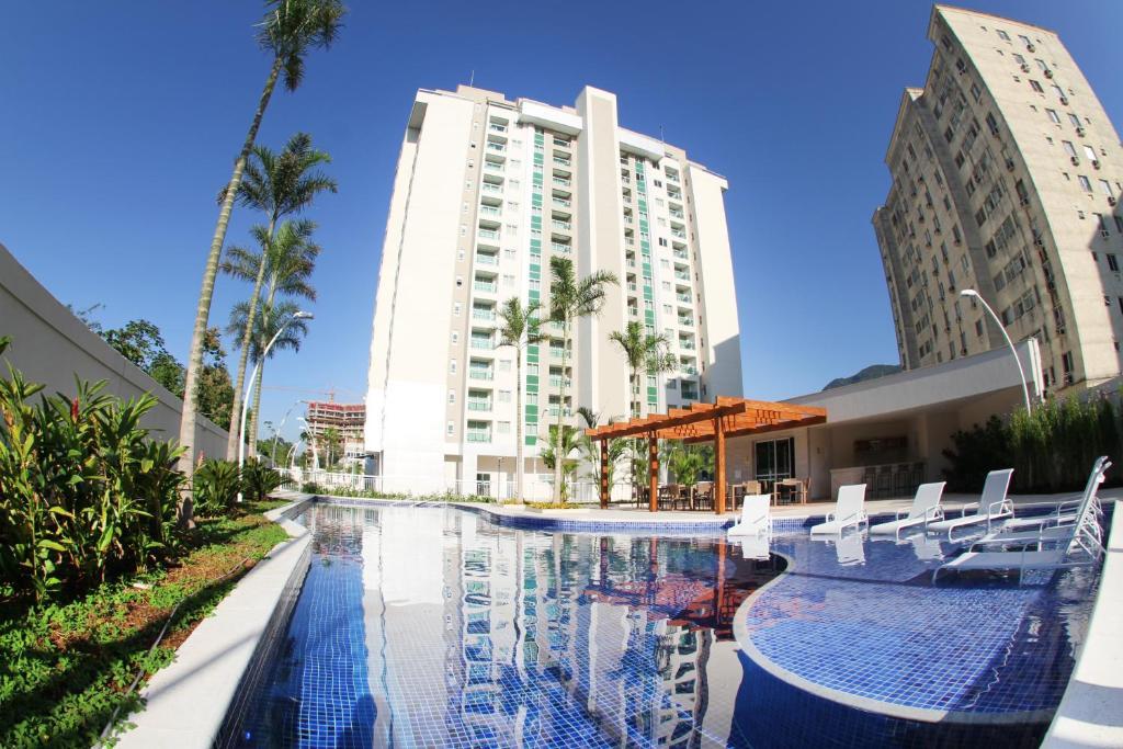 A piscina localizada em Midas Rio Suites ou nos arredores
