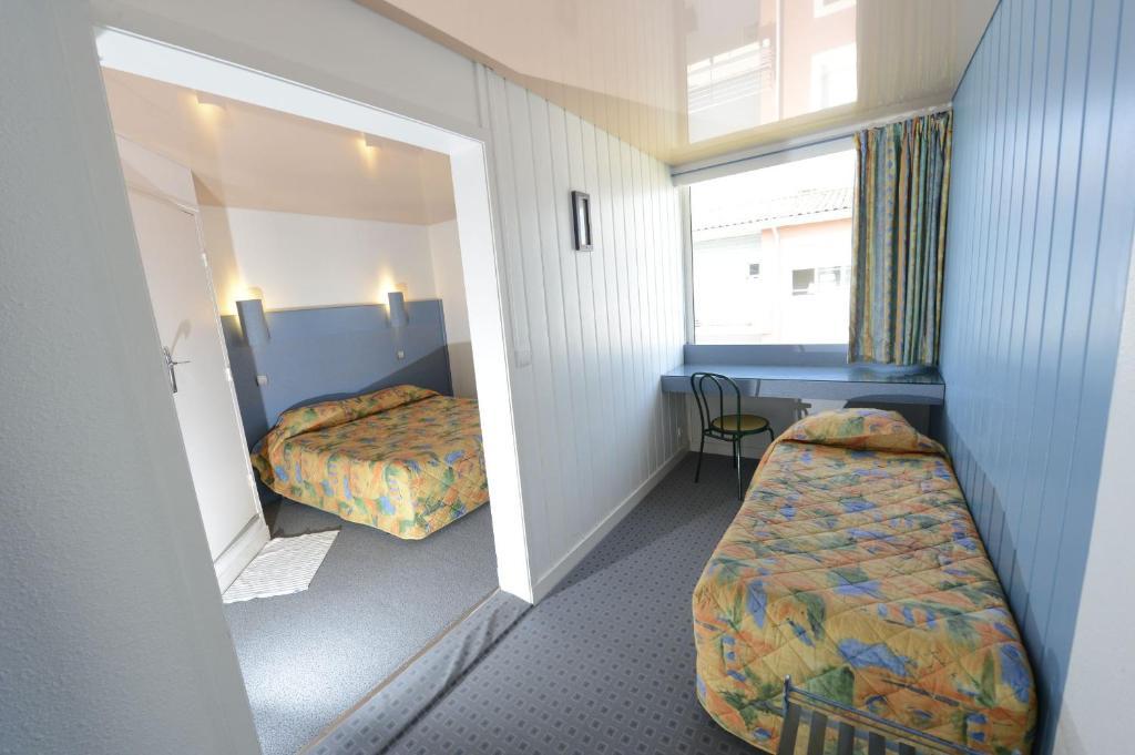 contact hotel la rochelle. Black Bedroom Furniture Sets. Home Design Ideas