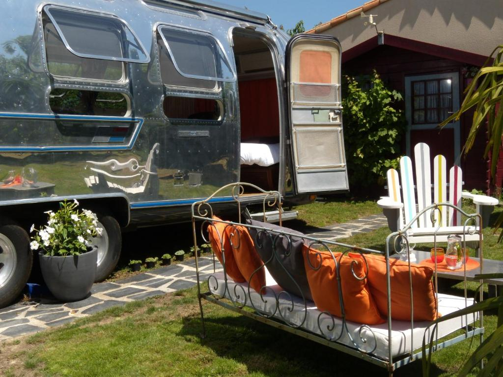 caravane airstream am ricaine 1976 r servation gratuite. Black Bedroom Furniture Sets. Home Design Ideas