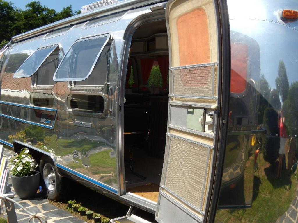 caravane airstream am ricaine 1976 rez book your. Black Bedroom Furniture Sets. Home Design Ideas