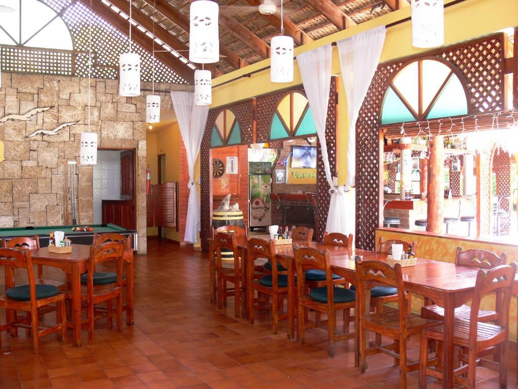 Un restaurant u otro lugar para comer en Hotel Voramar