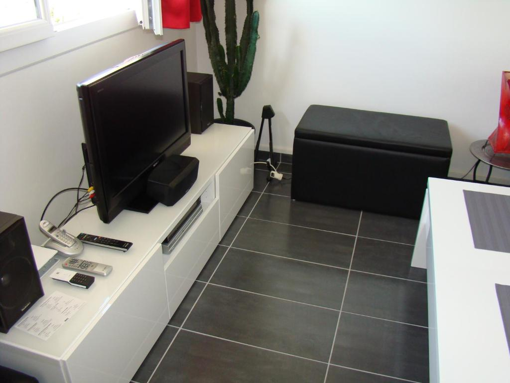apartment le p 39 tit loft du metro cuire apartment in caluire et cuire in le rh ne 69. Black Bedroom Furniture Sets. Home Design Ideas