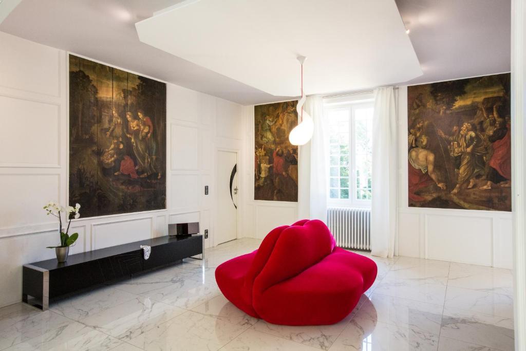 ch teau de maraval gourdon online booking viamichelin. Black Bedroom Furniture Sets. Home Design Ideas