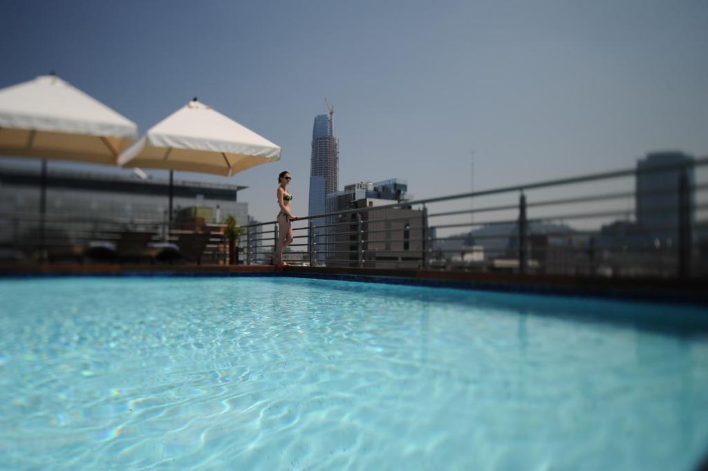 A piscina localizada em Time Suite ou nos arredores