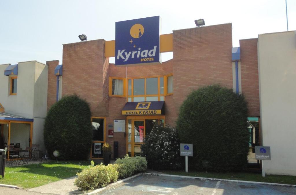 Hotel kyriad chantilly for Appart hotel kyriad
