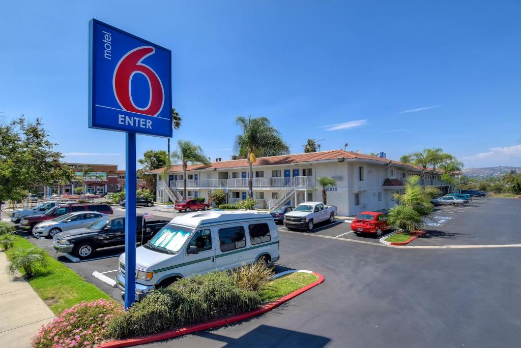 Motel 6 los angeles rowland heights west covina book for Pooch hotel west los angeles