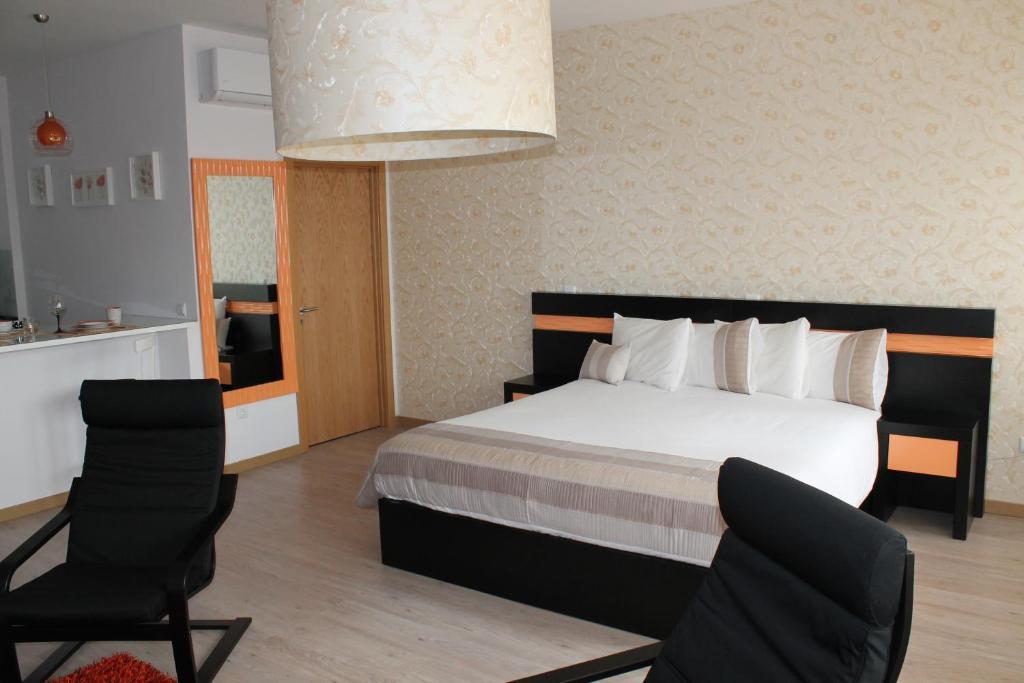 chambres d 39 h tes vivacity porto rooms apartments chambres d 39 h tes porto. Black Bedroom Furniture Sets. Home Design Ideas