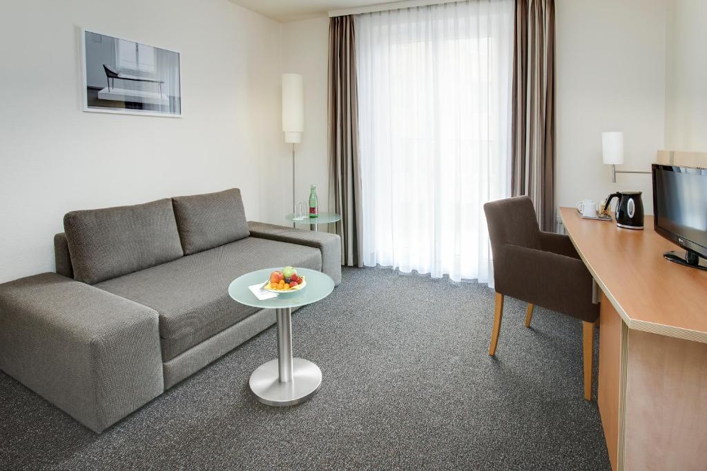 Intercityhotel wien vienna book your hotel with for Design hotel 1070 wien