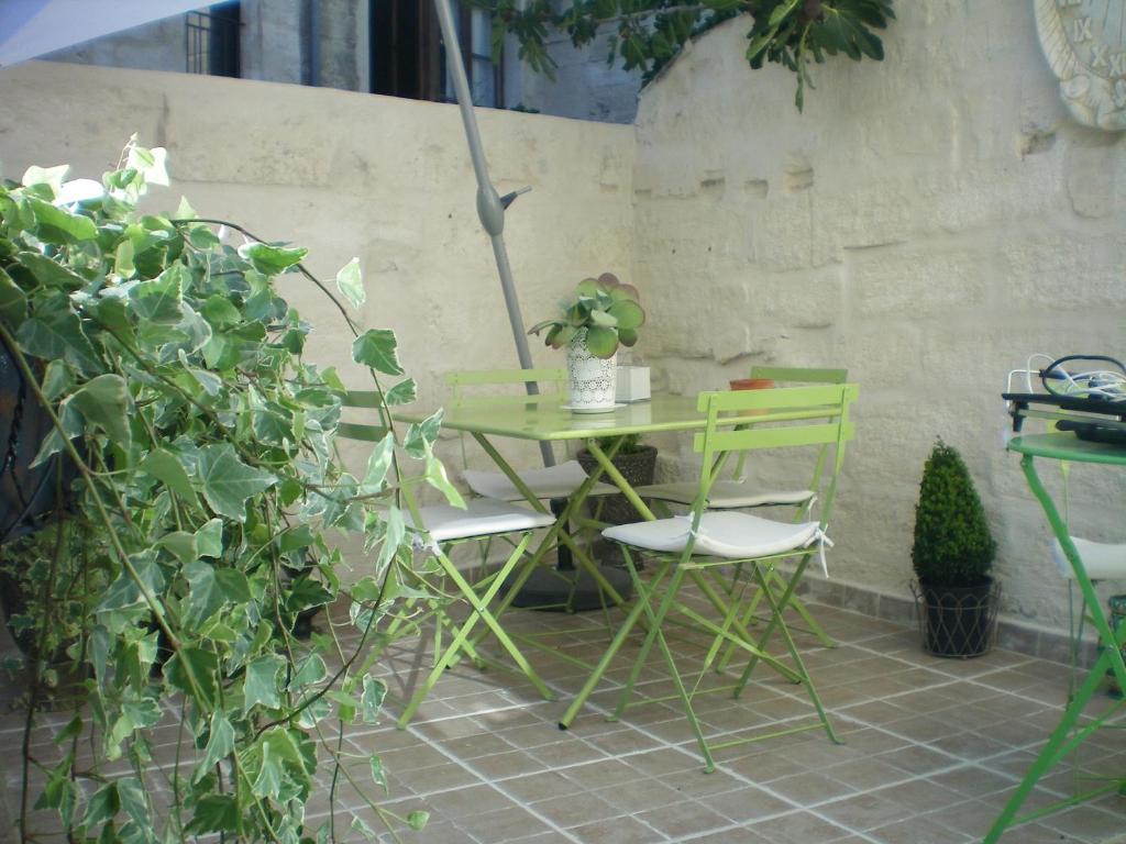 le saint andr villeneuve l s avignon book your hotel with viamichelin. Black Bedroom Furniture Sets. Home Design Ideas