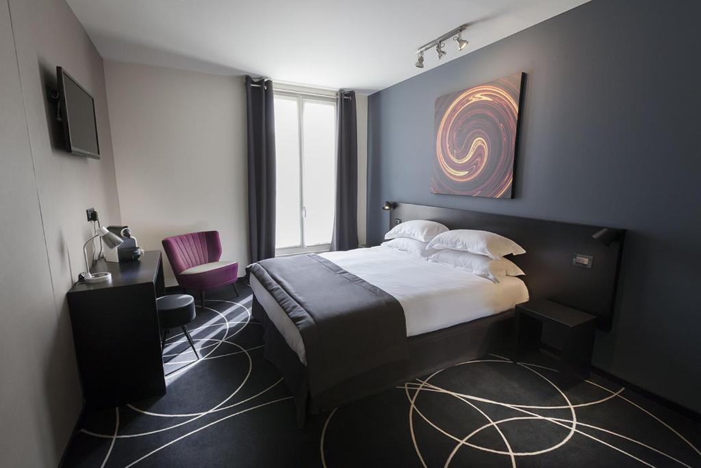 سرير أو أسرّة في غرفة في فندق هيليسي