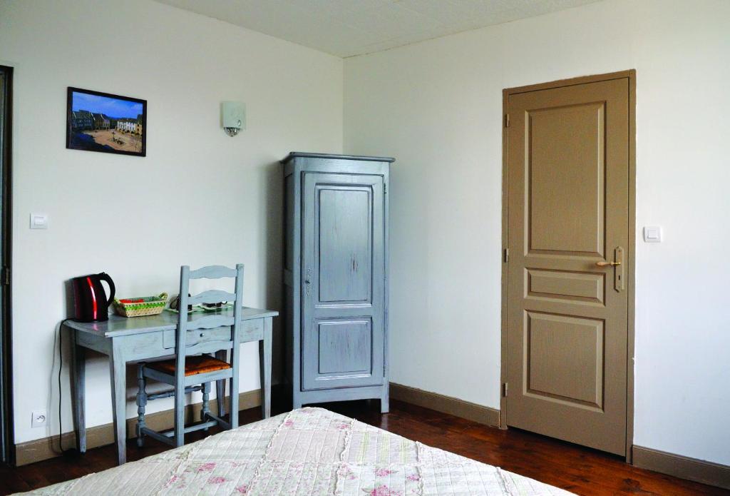 chambre d 39 h te les lilas chambres d 39 h tes sauveterre de rouergue dans l 39 aveyron 12. Black Bedroom Furniture Sets. Home Design Ideas