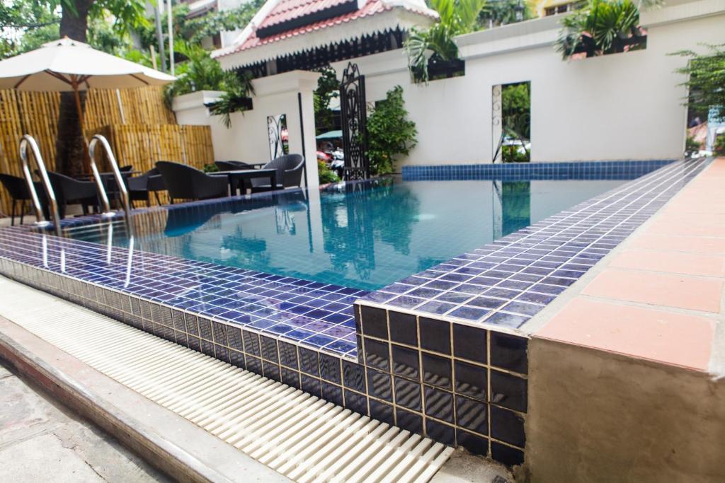 A piscina localizada em Khavi Villa ou nos arredores