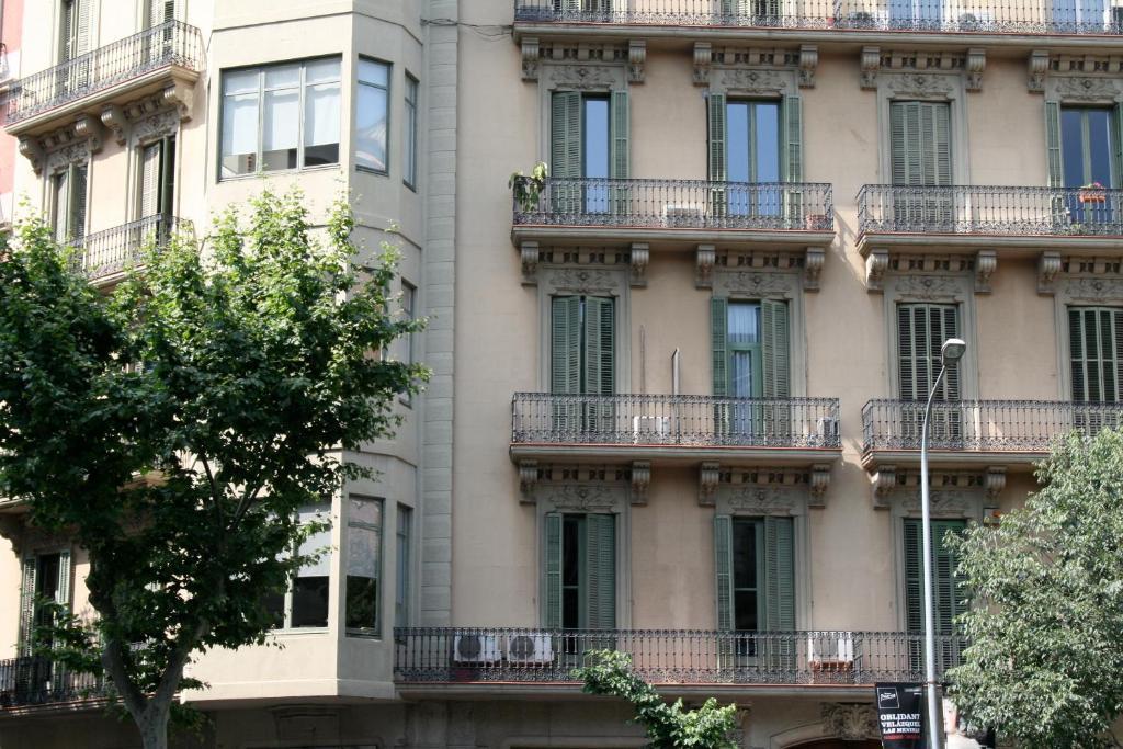 Hostal eixample barcelona informationen und buchungen for Hostal familiar barcelona