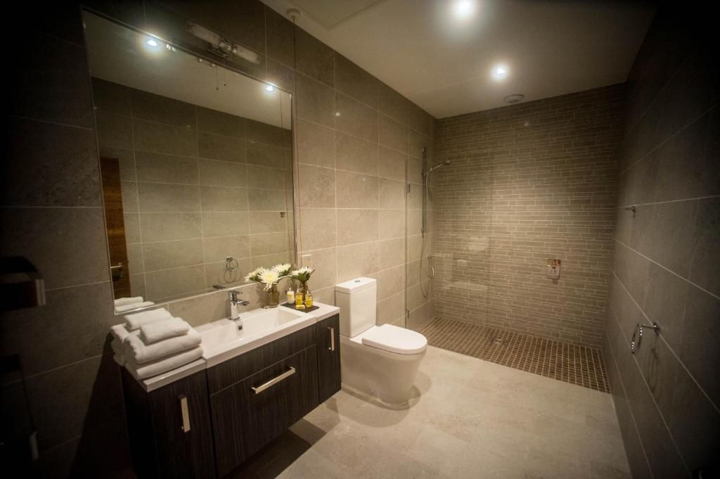 The halston aparthotel r servation gratuite sur viamichelin for Bathroom design 2m x 2m