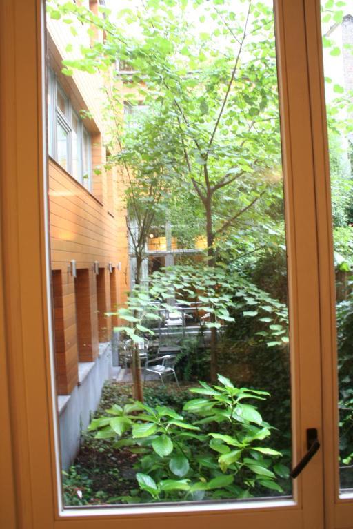 chambres d 39 h tes guesthouse bxlroom chambres d 39 h tes bruxelles. Black Bedroom Furniture Sets. Home Design Ideas