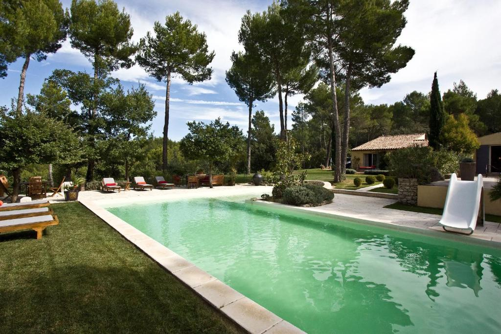 St est ve locations de vacances pertuis for Piscine st esteve