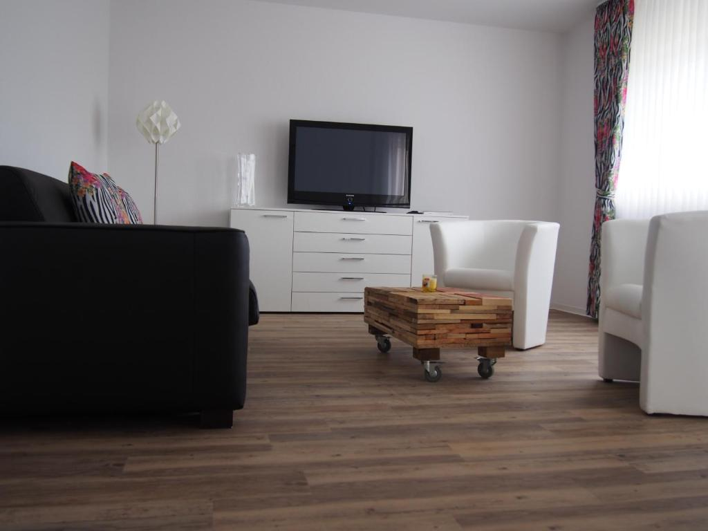 apartment dom am airport k ln bonn troisdorf germany. Black Bedroom Furniture Sets. Home Design Ideas