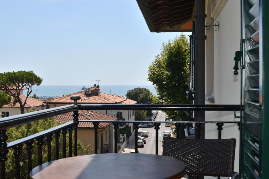 Hotel goya forte dei marmi online booking viamichelin - Bagno carducci forte dei marmi ...