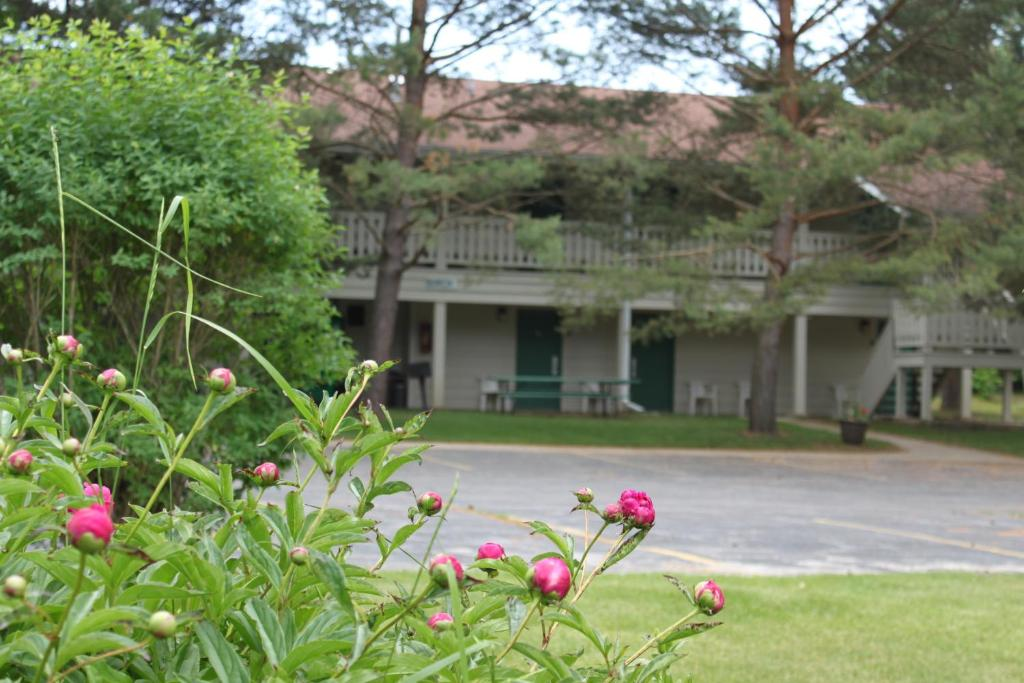 Parkwood lodge menominee book your hotel with viamichelin for Parkwood lodge fish creek wi