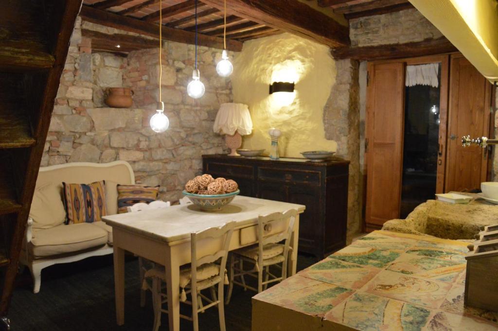 Casa antica san quirico d 39 orcia prenotazione on line for Interno casa antica
