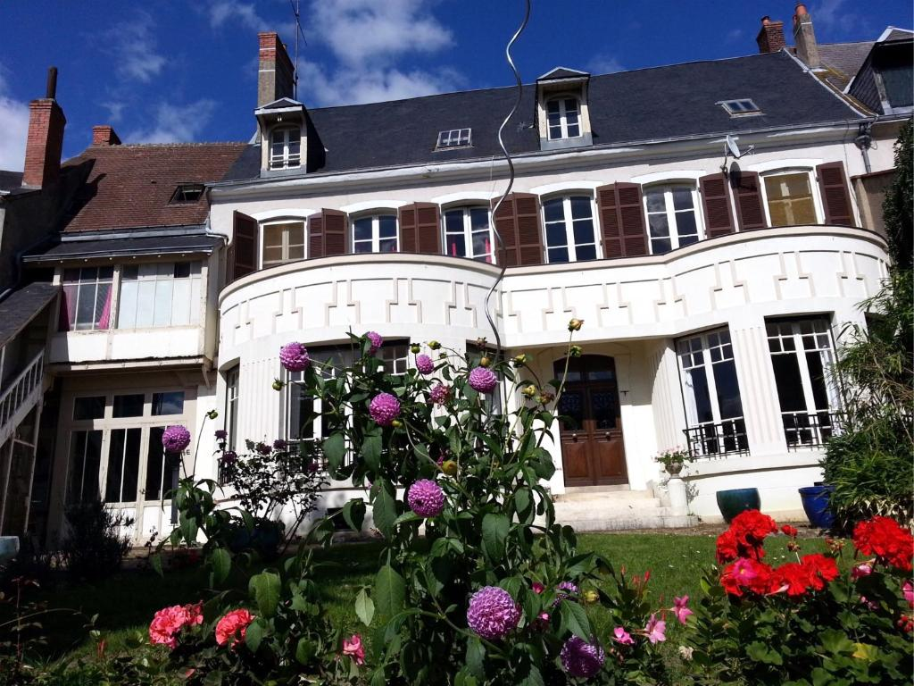 B b les franci res vierzon book your hotel with for Hotels vierzon