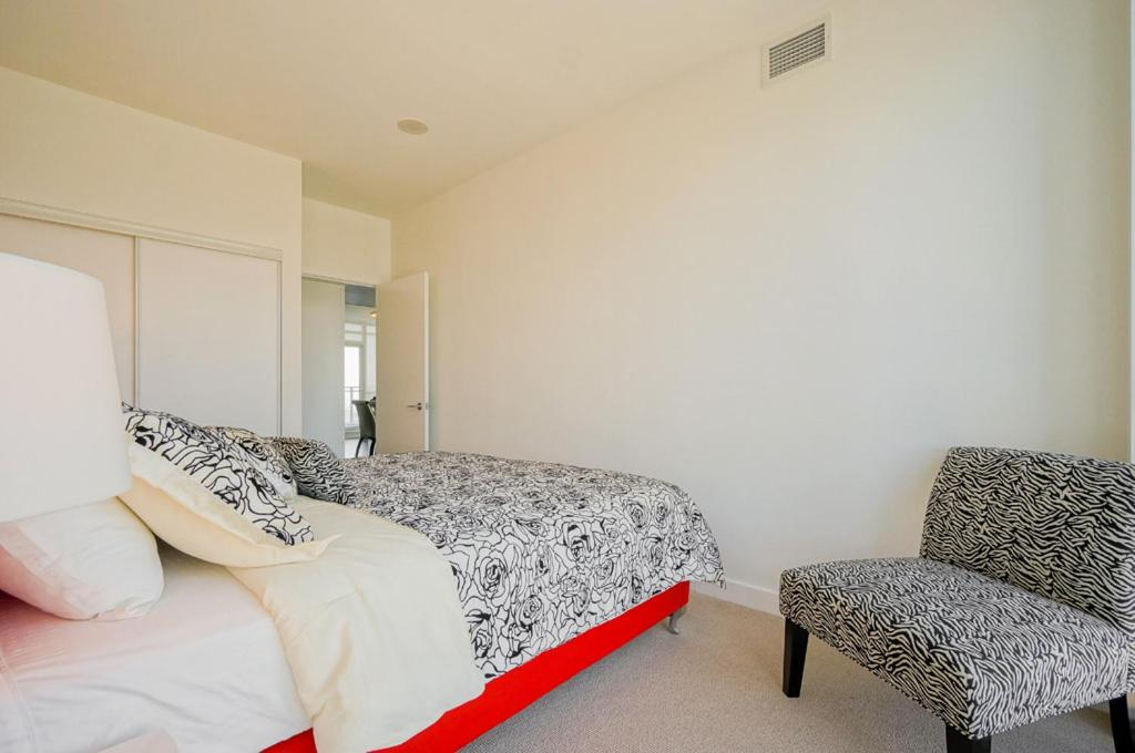 Apartment hydewest capreol luxury penthouse toronto for 10 capreol court toronto floor plans