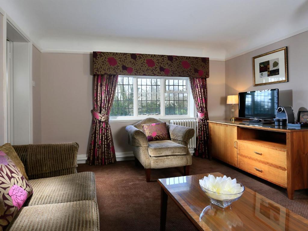 Macdonald Craxton Wood Hotel Menu