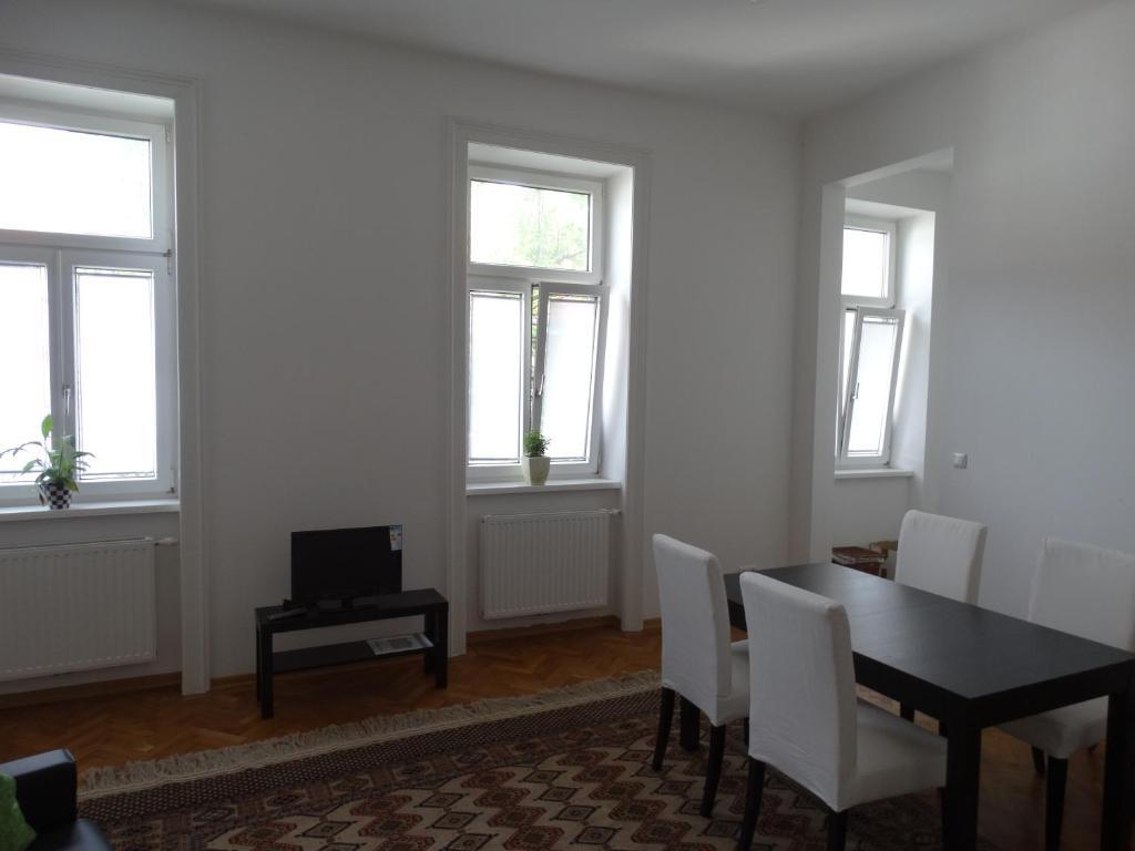 Apartment altbau garconniere schulgasse, vienna, including reviews ...