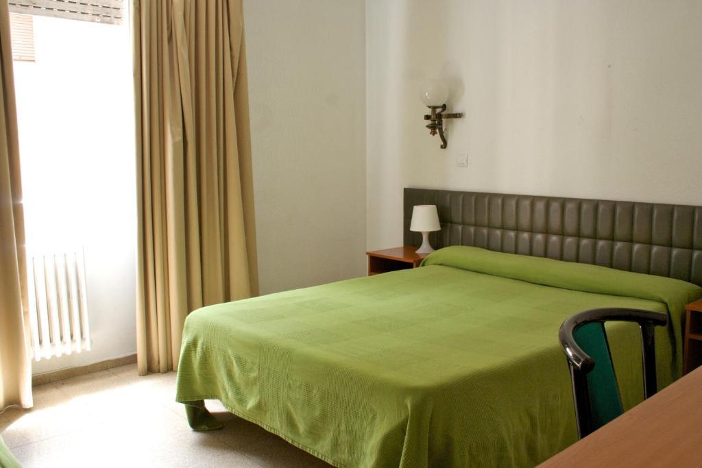 Siracusa andorra la vella reserva tu hotel con viamichelin for Habitaciones familiares andorra