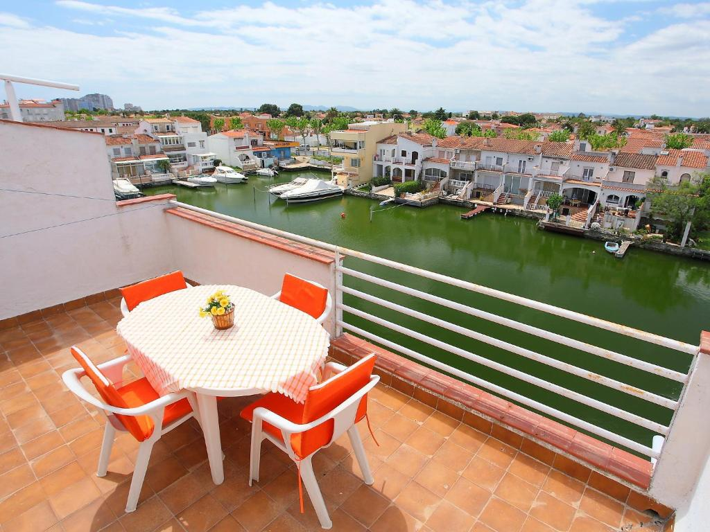 Appartement port alegre empuriabrava for Reservation appart hotel espagne