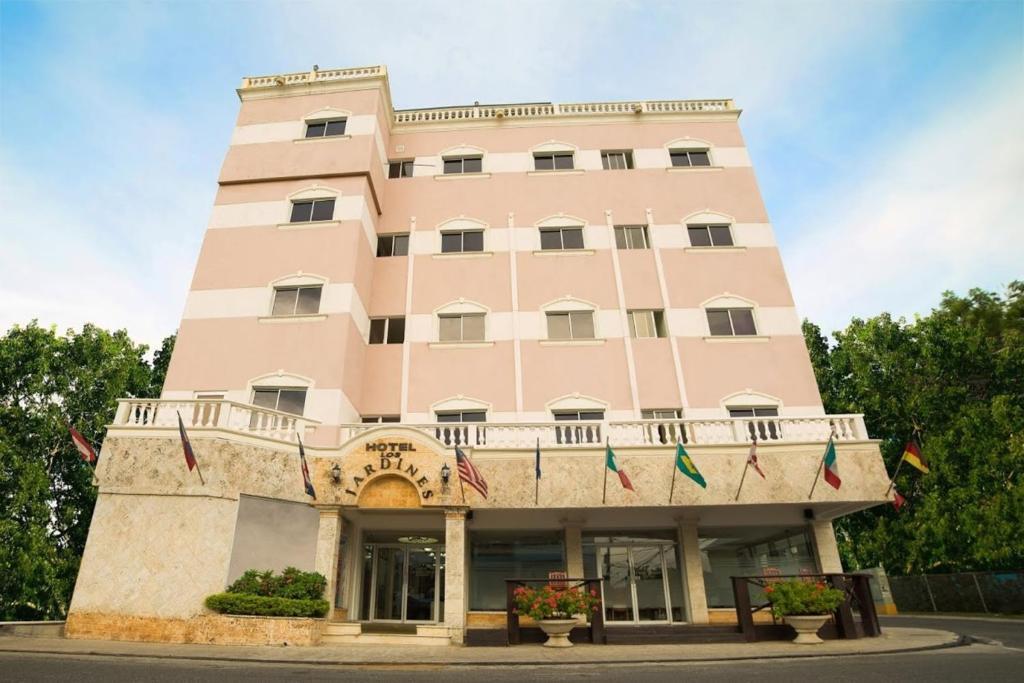 Hotel los jardines santiago de los caballeros for Hotel jardines de uleta vitoria