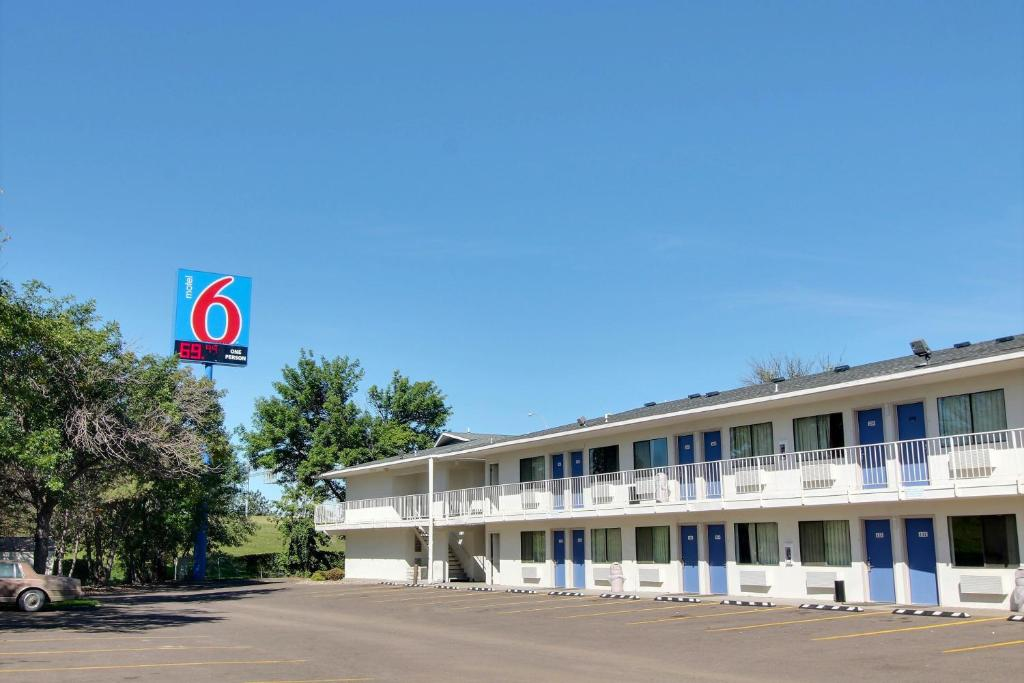 Motel 6 Bismarck Bismarck Reserva Tu Hotel Con Viamichelin