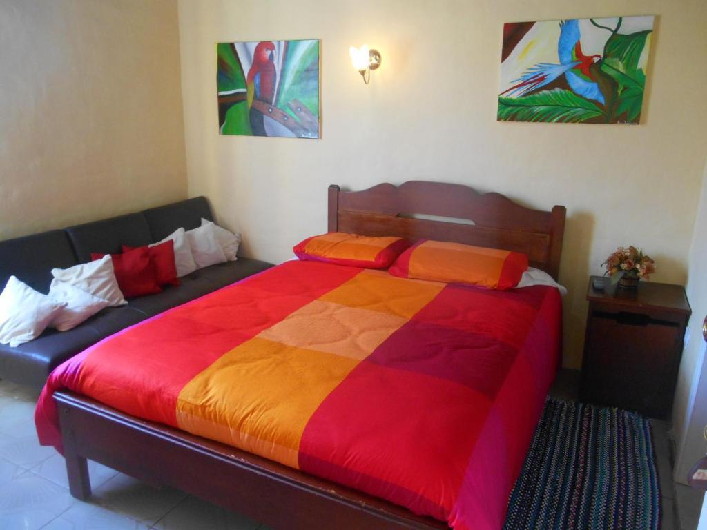 La casa amarilla ba os book your hotel with viamichelin for La casa amarilla banos