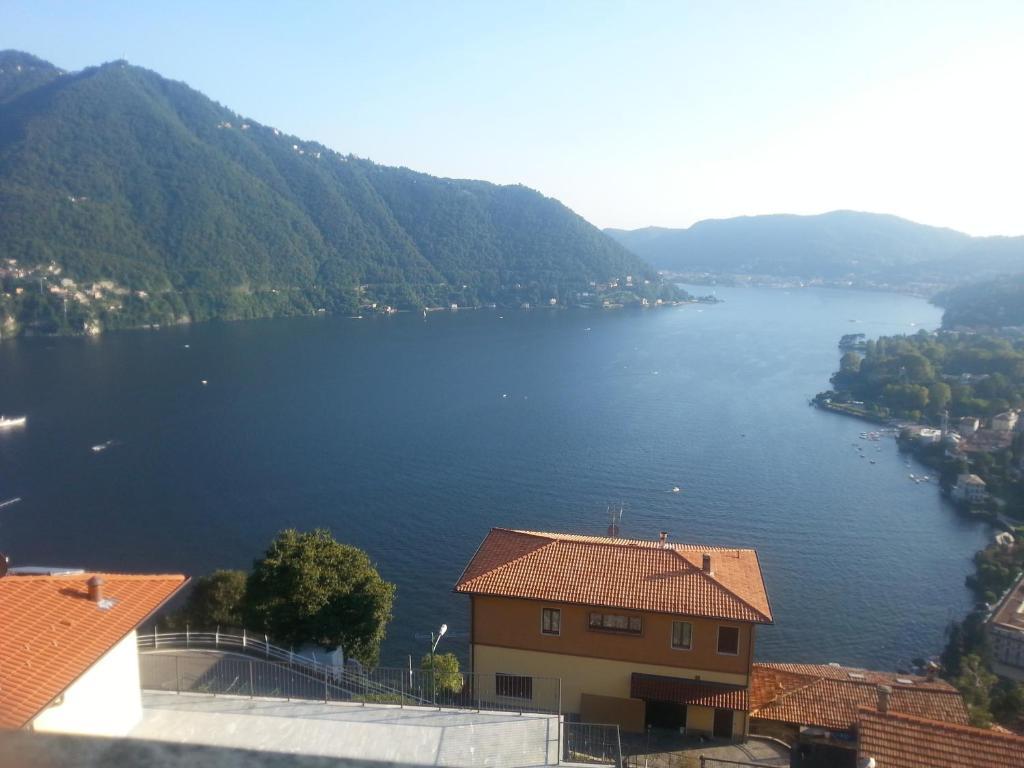 Holiday home vista lago cernobbio book your hotel with for Lago vista