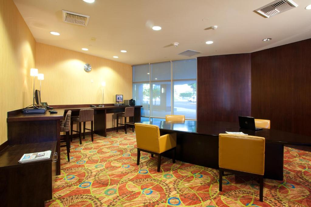 embassy suites los angeles glendale glendale book your. Black Bedroom Furniture Sets. Home Design Ideas