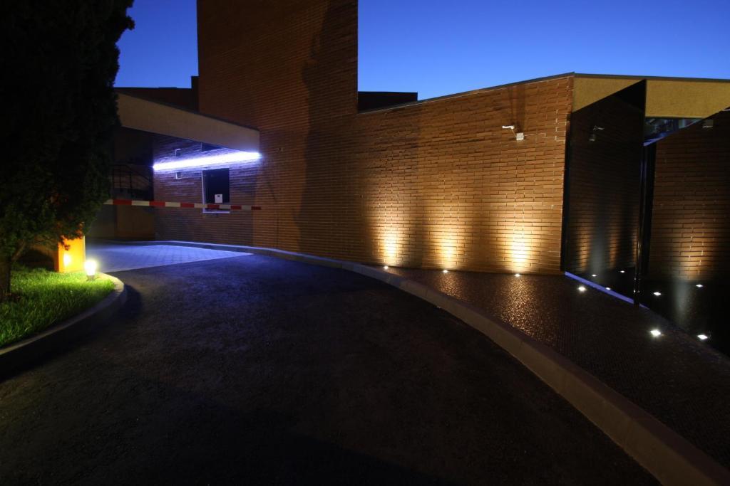 Silk motel brandariz reserva tu hotel con viamichelin for Motel con piscina privada