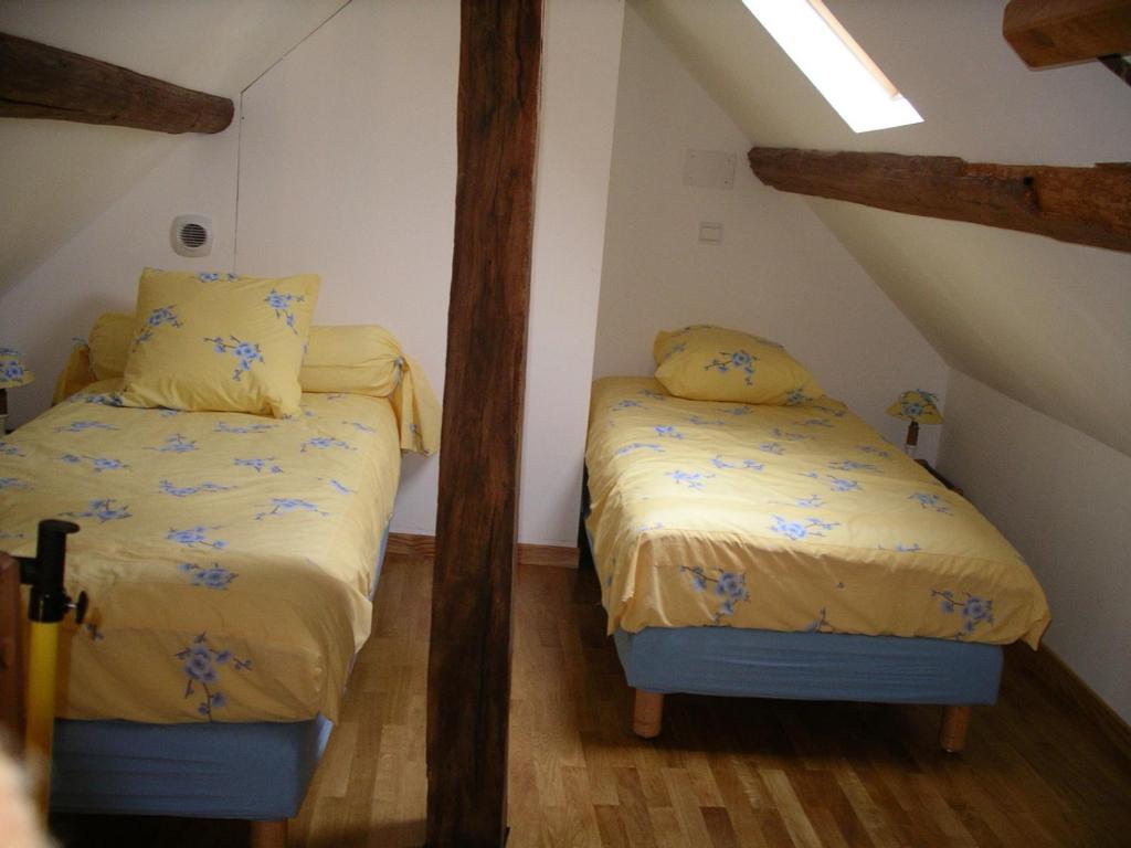 Chambres d 39 h tes le presbyt re chambres d 39 h tes chaise for Chaise dieu du theil